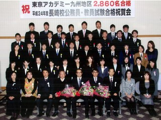 2012合格祝賀会全体写真.JPG